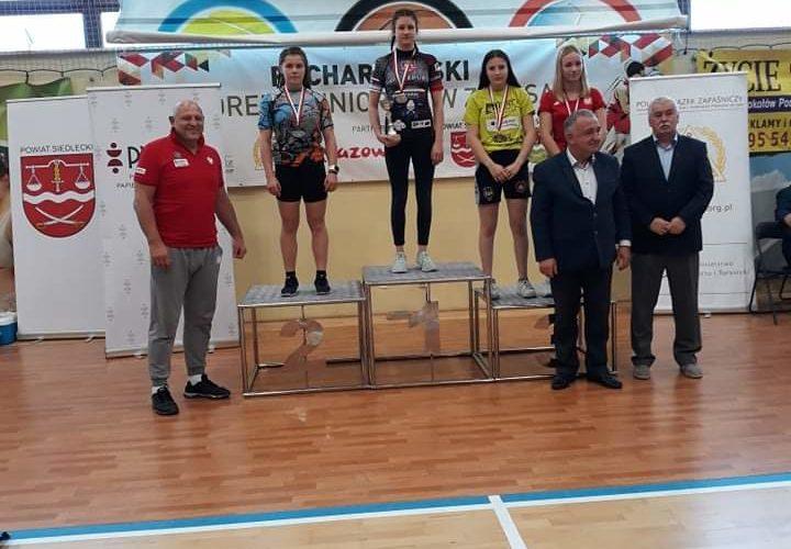 Dwa medale zapaśniczek IRON BULLS Bielawa w Pucharze Polski